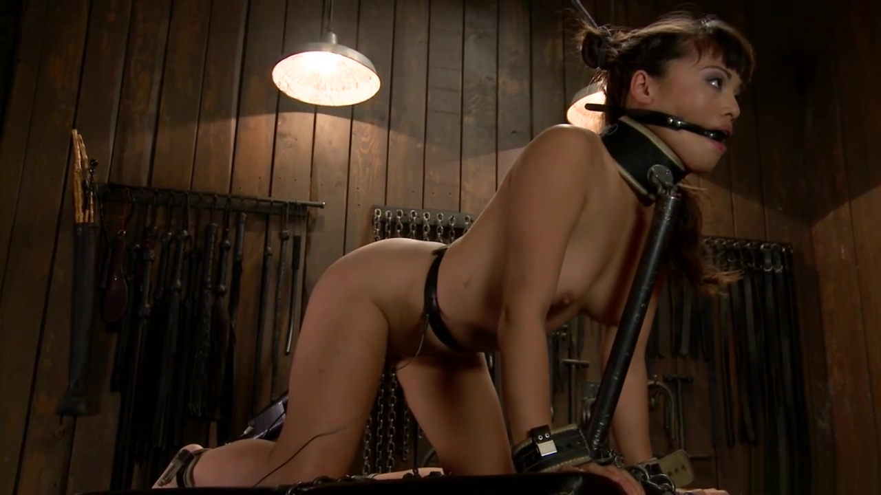 Asian slave gets ass shocked in bondage