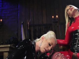 Femdoms in latex pegging slave man